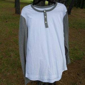 Old Navy Men's Gray and White Henley
